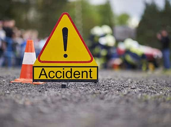मलेसियामा  गाडी दुर्घटना १४ को मृत्यु।