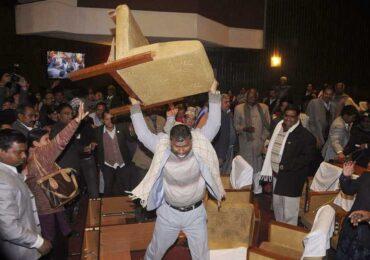 संसदमा कुर्सि फोडेका माओवादी सासंदबाट  स्थानिय बिकास अधिकारी माथि हातपातको प्रयास