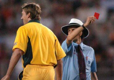 अब क्रिकेट मैदानमा पनि रेड कार्ड