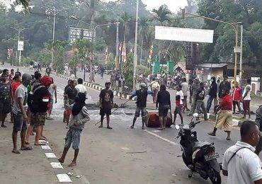 इन्डोनेसियामा हिंसात्मक प्रदर्शन रोक्न सयौं सुरक्षाकर्मी परिचालन