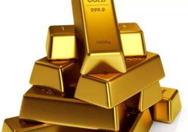 Gold dips by Rs 400 per tola